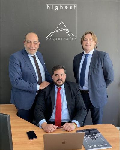 En la imagen, de izquierda a derecha, Angel Manuel Gómez, Angel de la Rúa y Gustavo Ramos, de Highest.