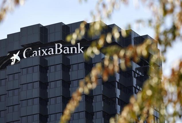 Edificio corporativo de CaixaBank en Barcelona.