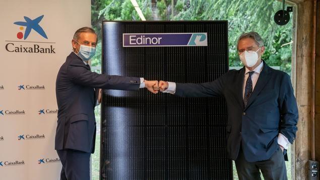Juan Pedro Badiola y Emiliano López Atxurra, después de la firma del acuerdo.