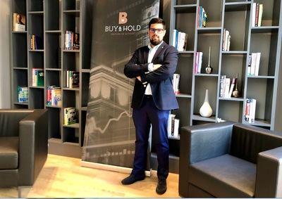 Buy & Hold ficha a David Pérez Romana como responsable de Relación con Inversores