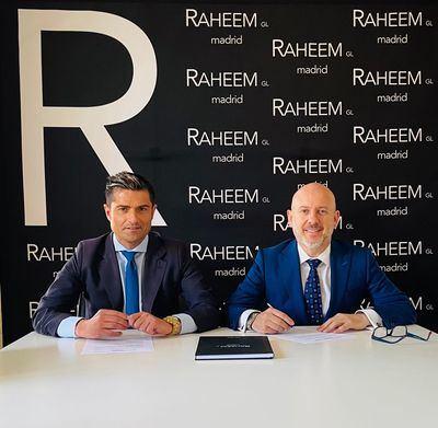A la derecha, José Tapias, Presidente del Club Raheem, junto a Alfonso Merlos, Presidente del Grupo El Mundo Financiero.