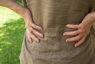Clínica AtlasVital: ¿Cuáles son los tratamientos recomendados para los pacientes que sufren de ciática o lumbalgia?