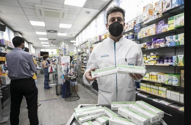 La venta de test de antígenos en farmacias podría haber llegado tarde para España