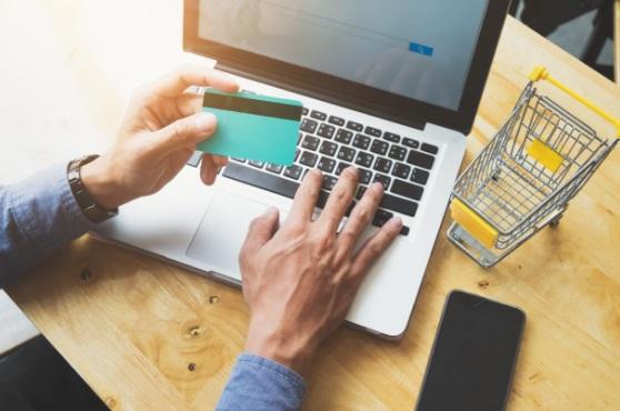 El auge de los eCommerce: ¿qué aspectos legales hay que tener en cuenta antes de abrir una tienda online?