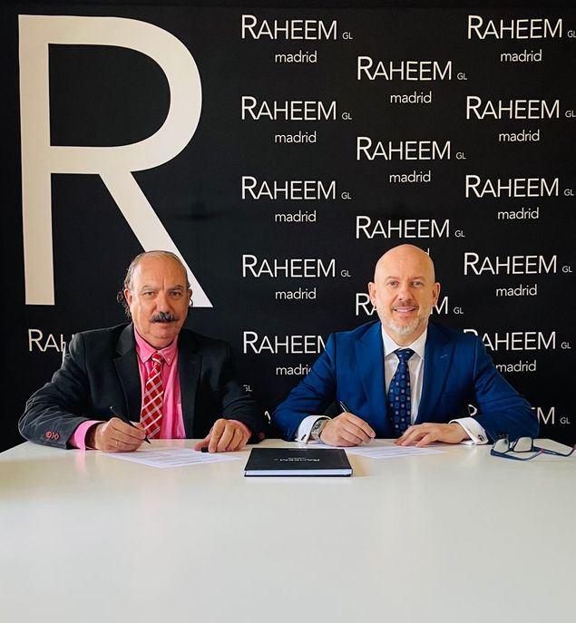 El Director de El Mundo Financiero, Jose Luis Barceló (izq.), junto a José Tapias, Presidente del Club Raheem.