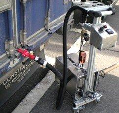 Un dispositivo capta el aire del interior de un contenedor o transporte de mercancías. El aire puede llevar trazas de explosivos que delatarán la situación del contenido sin tener siquiera que abrirlo.