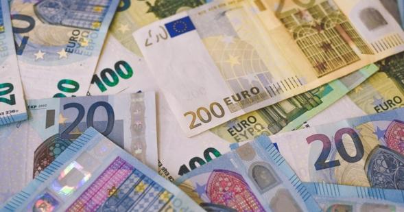 Alcanza el bienestar financiero: bancos, inversiones y políticas de ahorro