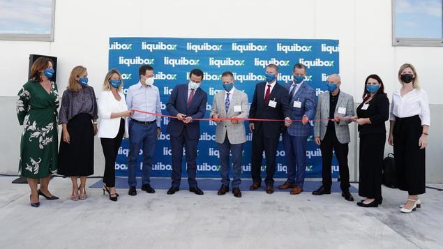 El consejero Javier Fernández Lasquetty visita la nueva planta de la compañía Liquibox.