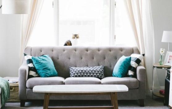 El sofá es esencial en el salón, hay que escogerlo bien y mantenerlo impecable