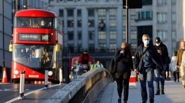 Reino Unido ampliará sus programas de empleo ante la escasez de mano de obra, aunque se descarta conceder visados