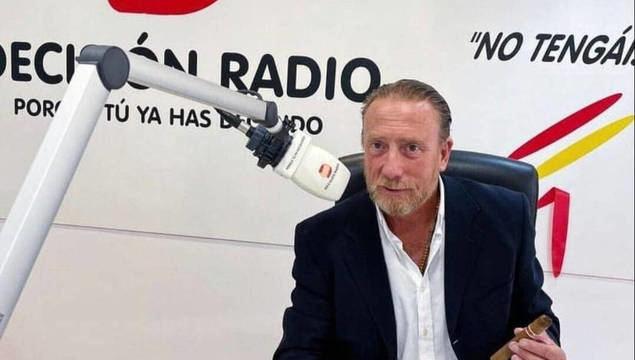El periodista Javier García Isac, Director de la emisora DECISIÓN RADIO.